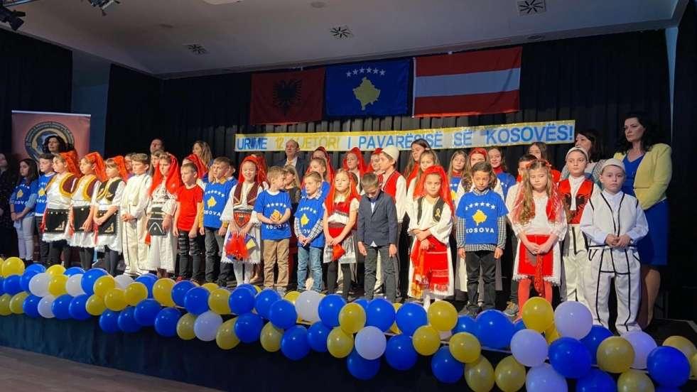 """Shoqata e Mësuesve Shqiptarë """"Naim Frashëri"""" në Austri festoi 17 Shkurtin-Ditën e Pavarësisë së Kosovës"""